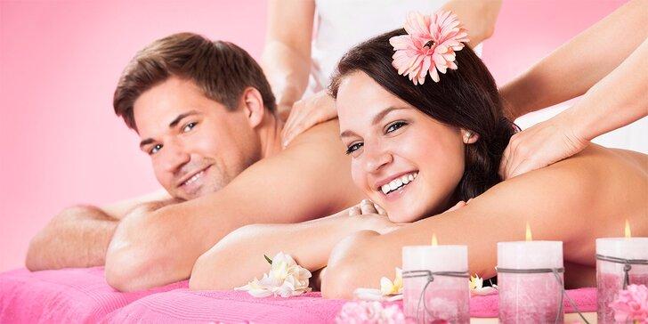 Romantická hodinová masáž s aromatickou lázní pro pár