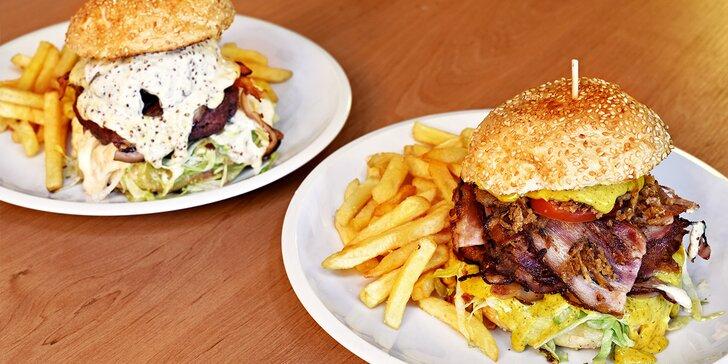 1 nebo 2 burgery s hranolky servírované v malém pivním království