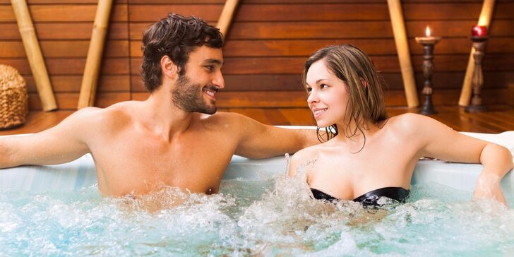 Privátní relax ve vířivce až pro 4 osoby s lahví Prosecca nebo bez