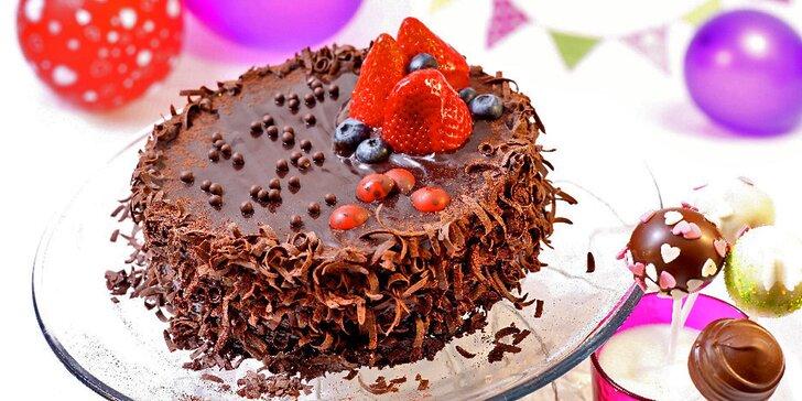 Dětský čokoládový dort s piráty nebo beruškami