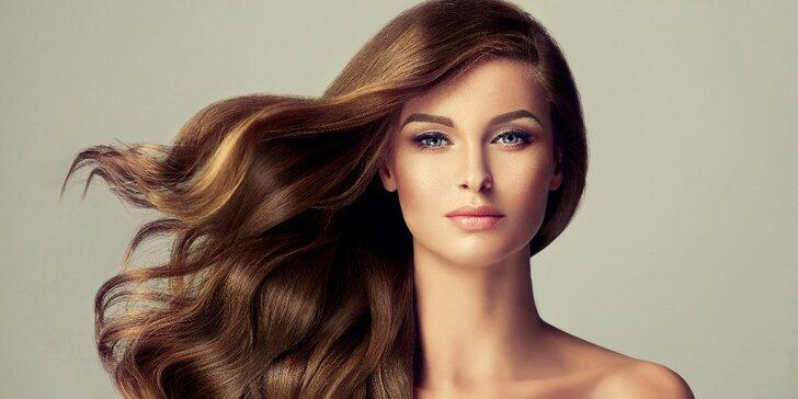 Moderní barvení s kreativním střihem pro všechny délky vlasů