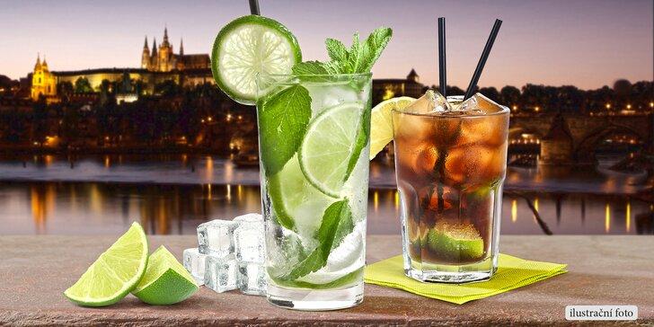 Dlouhá noc s oblíbenými koktejly v baru s výhledem na Hradčany