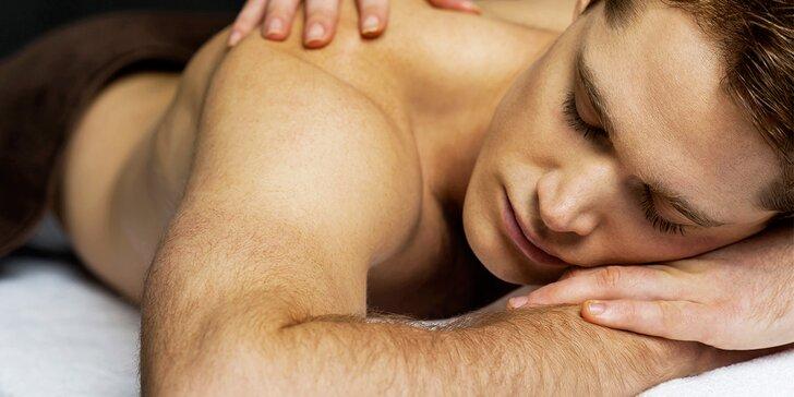 Relaxační masáž zad a šíje včetně uvolnění svalů lávovými kameny