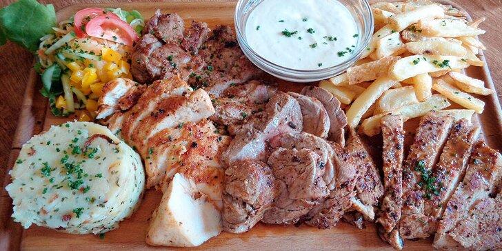 Steakové prkno s přílohami a zeleninou pro partu
