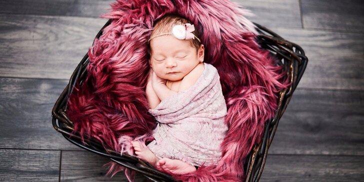 Ateliérový fotobalíček Newborn: Překrásné snímky vašich miminek