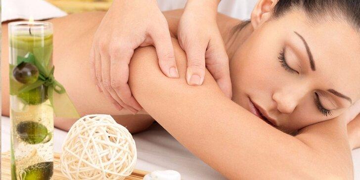 Celotělová relaxační uvolňující masáž s prohřátím lávovými kameny