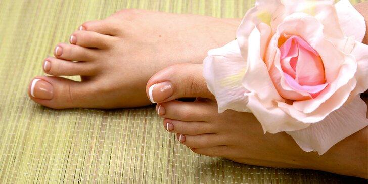 Hřejivé potěšení: teplá koupel nohou + zahřívací masáž kotníků a chodidel