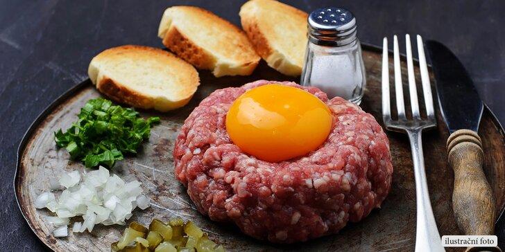 Masová pochoutka pro 2 osoby: 200g tatarský biftek a křupavé topinky
