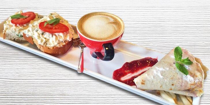Snídaně či svačinka v Bistrotu - chléb s pomazánkou, palačinka a teplý nápoj