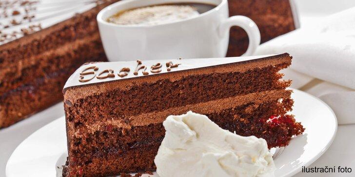 Sladké posezení se sachrem a kávou v kavárně Sweet Sisi