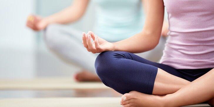 Lekce Jógy a Hot jógy ve studiu Dharamdeep v Karlíně