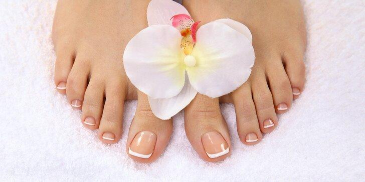 Krásné nožky do hodiny: péče o nohy s pedikúrou a masáží
