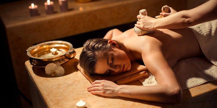 Thajské koření života: Teplá bylinková masáž v hotelu Belvedere