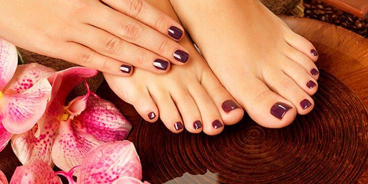 Manikúra s parafínem nebo aplikace gel laku na nohy