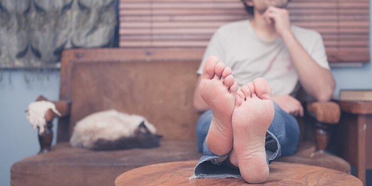 Klasická mokrá pedikúra pro muže včetně masáže chodidel