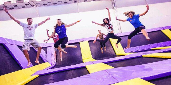 Pěkně odvázaná zábava: Hodina řádění na trampolínách v JumpParku pro jednoho