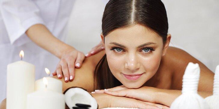Hodinová vyživující masáž zad a šíje kokosovým olejem a tělovým mlékem