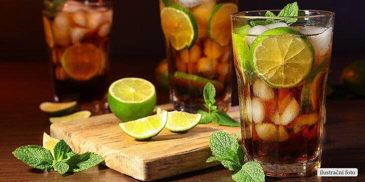Pobavte se s přáteli: Maxi kyblík nebo dva drinky Cuba Libre v baru Výloha