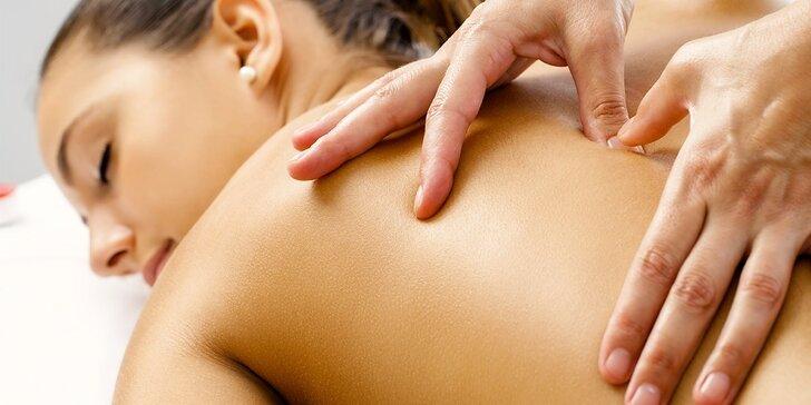 60minutová fyzioterapeutická masáž zad s protažením zkrácených svalů