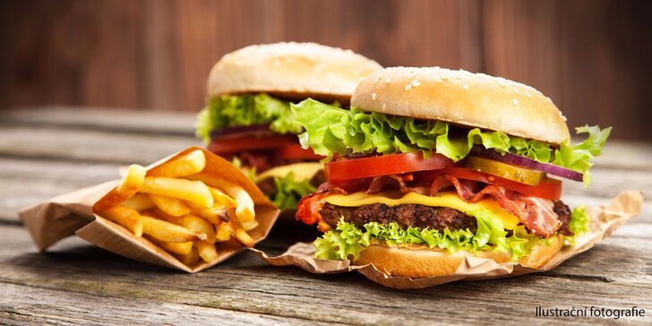 Dva vydatné 200g burgery a dvoje hranolky v restauraci Minigolf