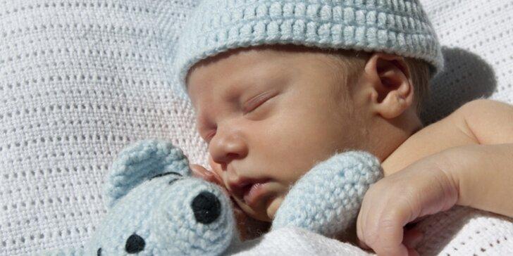 Uchovejte si vzpomínky - Newborns focení miminek v ateliéru