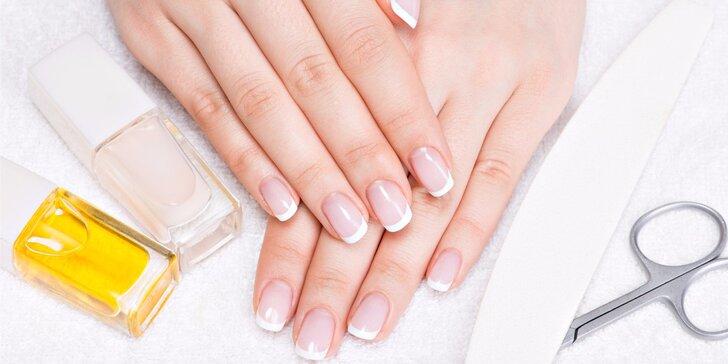 Manikúra pro krásné a upravené nehty