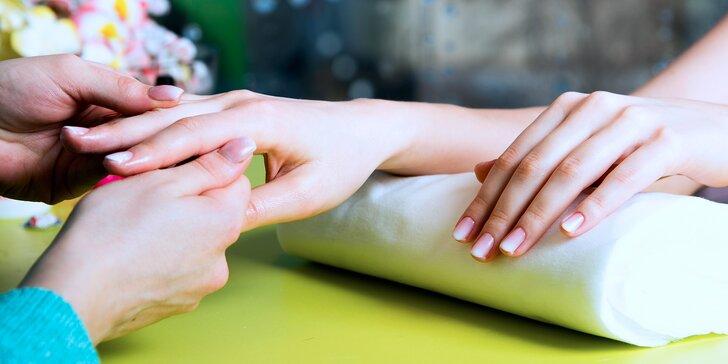 Hodinová péče o ruce: SPA manikúra dle výběru s masáží rukou