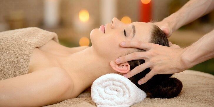 Dopřejte si indickou masáž hlavy proti migréně a stresu