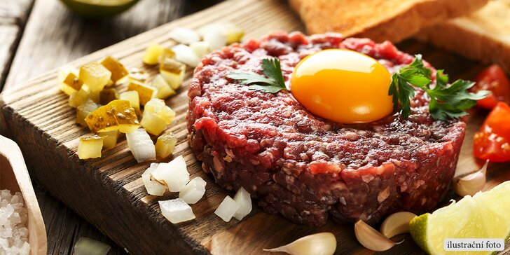 Půlkilový tatarský biftek a neomezeně topinek ve Steakhousu Lužan