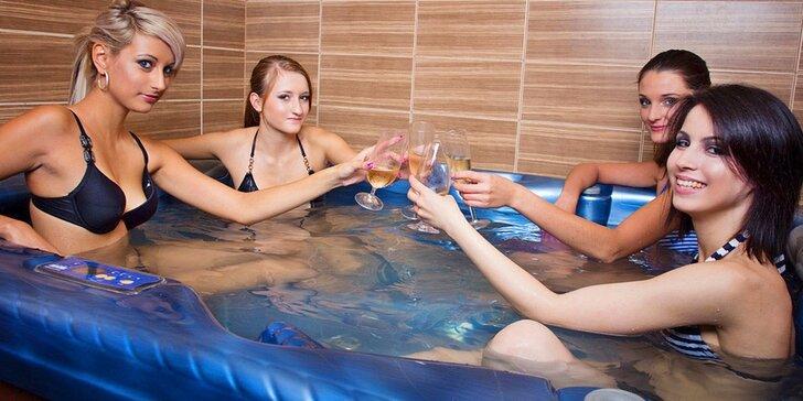 Lenošení v privátní sauně a vířivce pro partu až 4 kamarádů či pro 2 romantiky