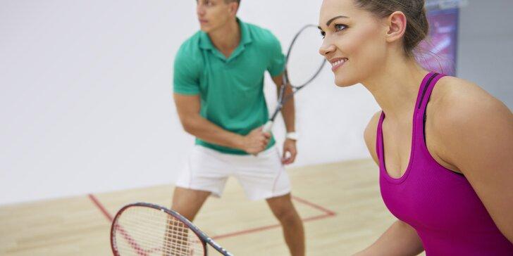 Radost z intenzivního pohybu: 60 minut na squashovém kurtu