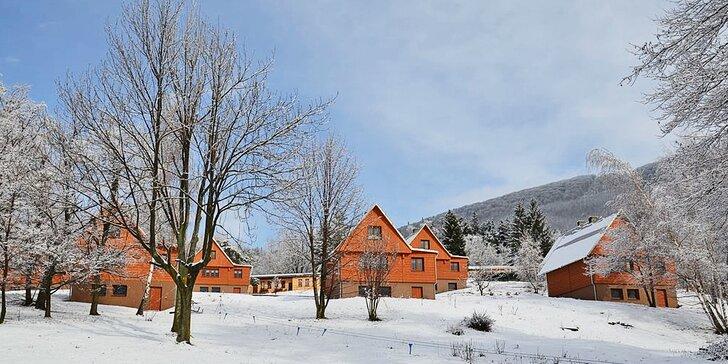 Komfortní pobyt s farmářskou polopenzí pro 4-6 osob ve srubech v Beskydech