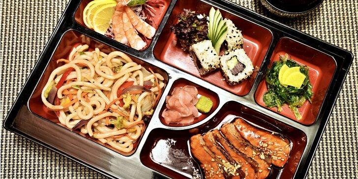 Obědové menu v asijském rytmu: Miso polévka, losos, sushi i nudle udon