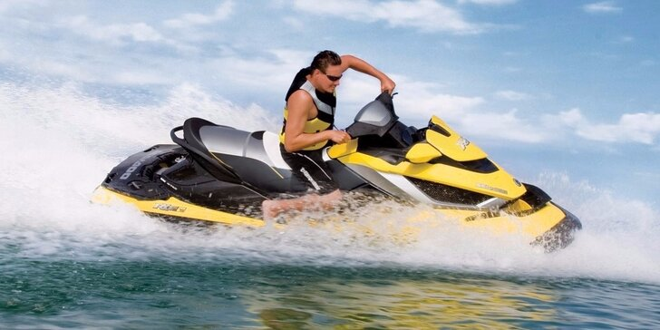 Dárek pro fanoušky adrenalinu: jízda na vodním skútru