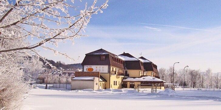 Zimní pobyty na Lipně s polopenzí a lyžováním v Rakousku i bez