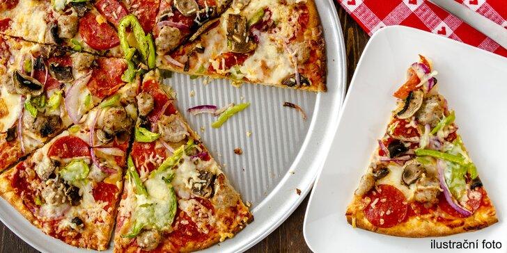 Největší pizza ve městě: Půlmetrová krasavice pro bandu kamarádů