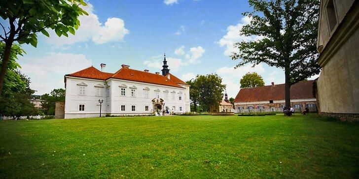 Život na zámku: Dobové ubytování, nádherné okolí i možnost silvestrovské noci