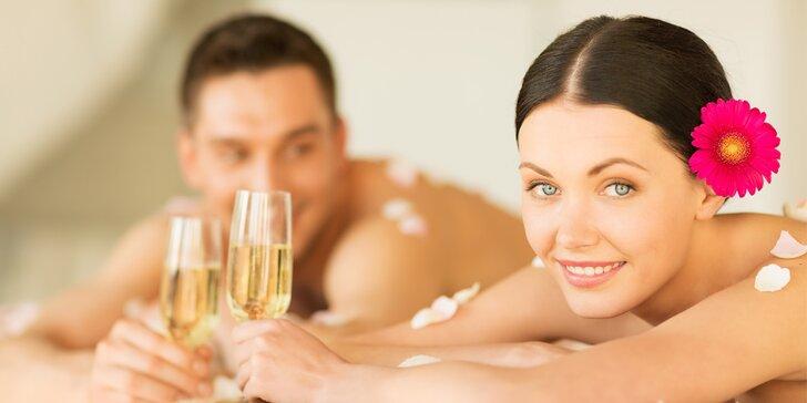 Romantická masáž pro dva se zábalem, občerstvením a lahví sektu