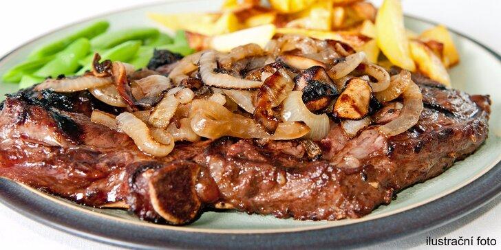 300g steak z krkovičky s přílohou a sladkou tečkou