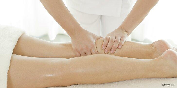 Krásné nohy a hýždě bez pomerančové kůže: Anticelulitidní masáž se zábalem