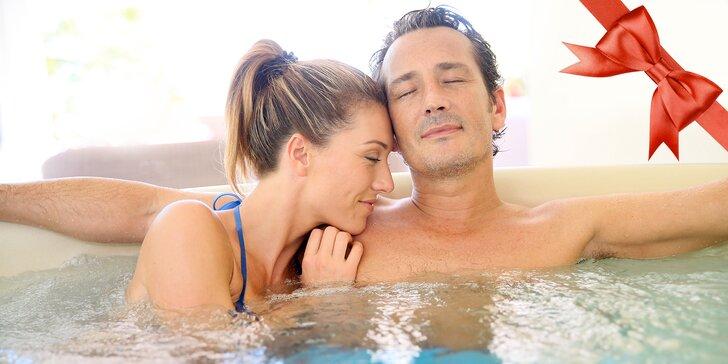 90 minut naprostého soukromí ve vířivce a sauně s lahví sektu pro dva