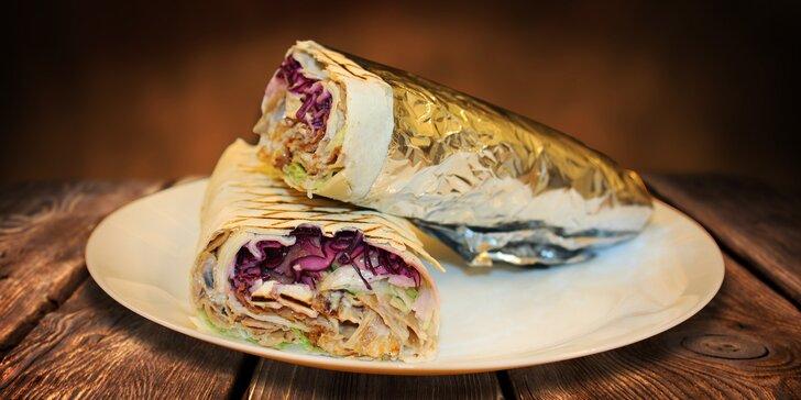 Dürüm kebab: Grilované maso se zeleninou v chlebové rolce