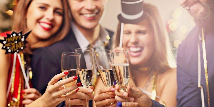 Silvestrovská oslava v Kadani pro 2 či 3 osoby s wellness, rautem a večerní hudbou