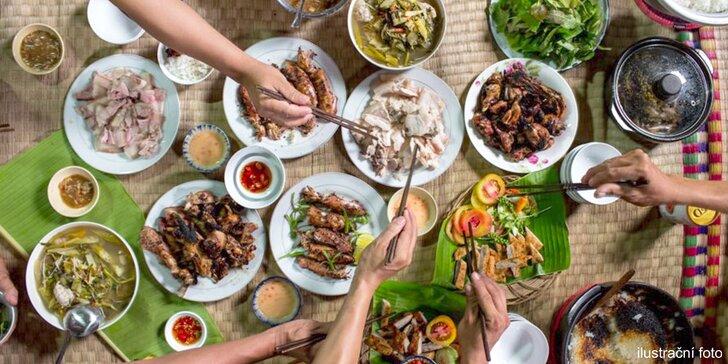Vietnamská hostina pro 2, 4 nebo 6 osob: tři chody, teplý nápoj a lahev vína