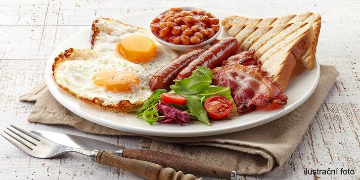Anglická snídaně s nápojem pro 1 či 2 podávaná v kavárně s chráněnou dílnou