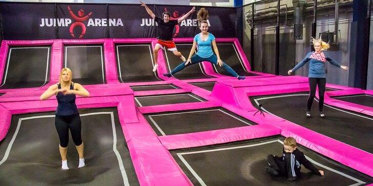 Zbrusu nová Jump Arena: hodina zábavy na trampolínách a nafukovacích atrakcích