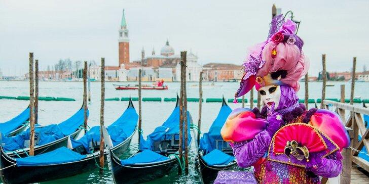 Originální masky, obleky a kostýmy na karnevalu v Benátkách: odjezd v pátek