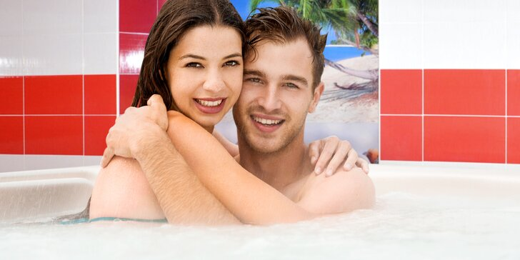 60 nebo 90 minut naprostého soukromí ve vířivce a sauně s lahví sektu pro dva