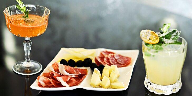 Posezení s delikatesami a výhledem na Prahu: Tapas menu a 2 drinky
