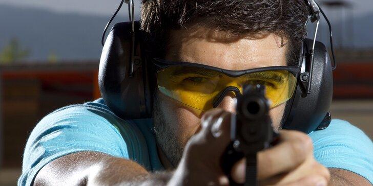 Střelba z osvědčených zbraní i pistolí a pušek elitních jednotek a osobních strážců